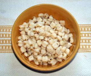 1024px-Hominy_(maize)